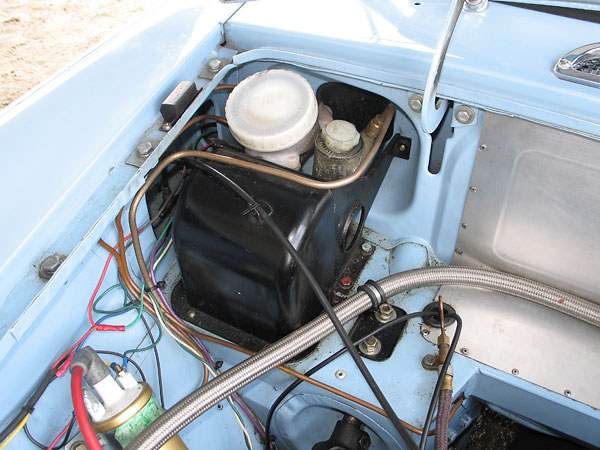 Later model MGB dual-circuit master cylinder.