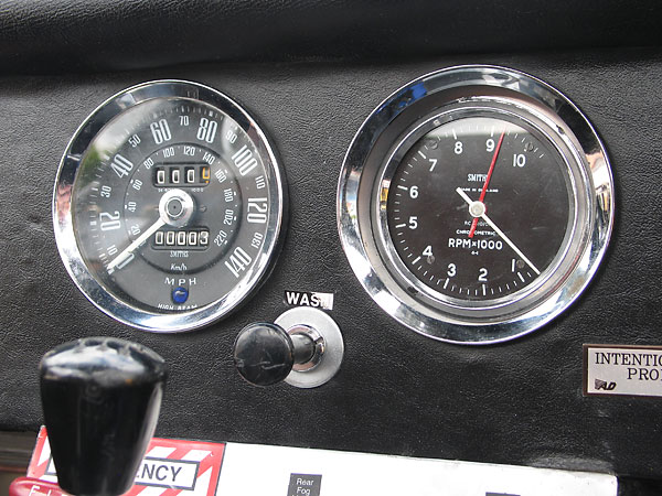 Smiths chronometric tachometer (driven mechanically from the camshaft).