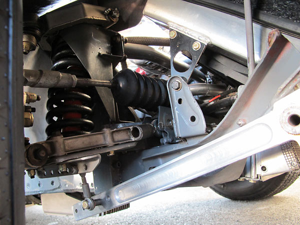 Adjustable (5 position) modular anti-sway bar.