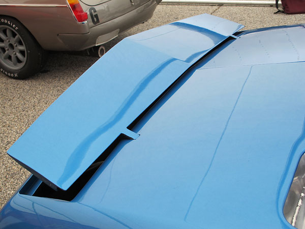 The rear spoiler is tuneable for specific race tracks.
