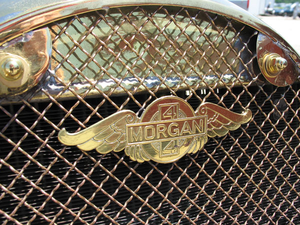 The wire mesh radiator grille was standard until late 1938, but available as optional equipment until WWII.