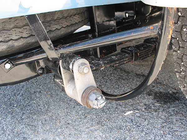 Rear leaf springs are on inverted shackles, and are underslung in relation to the axle.