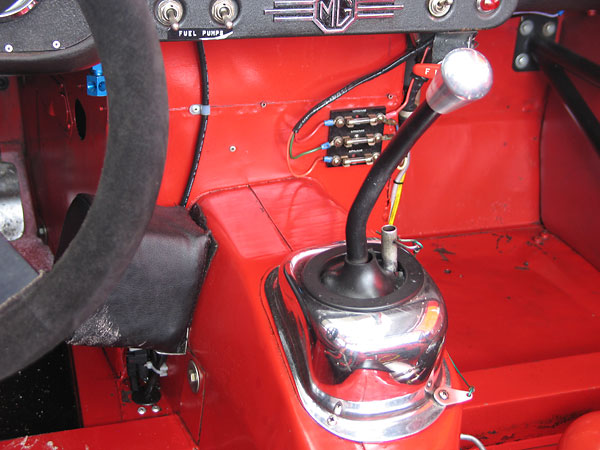 Gear shifter for the Richmond dog-ring, close ratio, 4-speed transmission.