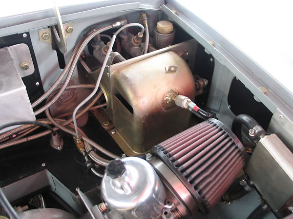 Dual Girling master cylinders with bias bar, and Lockheed clutch slave cylinder.