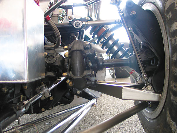 The lower radius rods aren't mounted at the same height as the lower control arms.