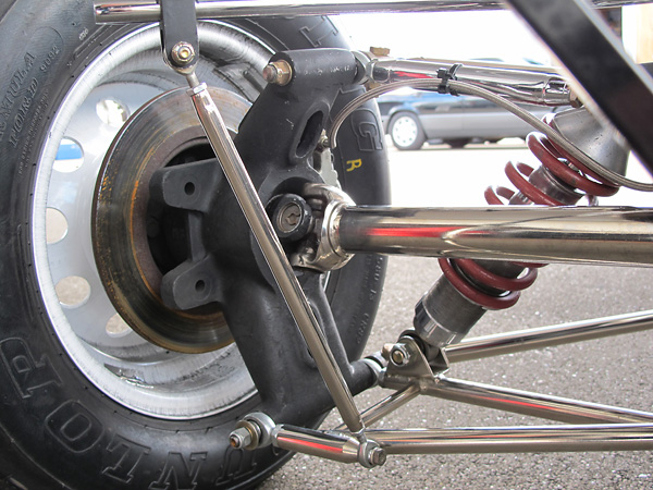 Alexis cast magnesium rear uprights (i.e. hub carriers) are interchangeable from left to right.