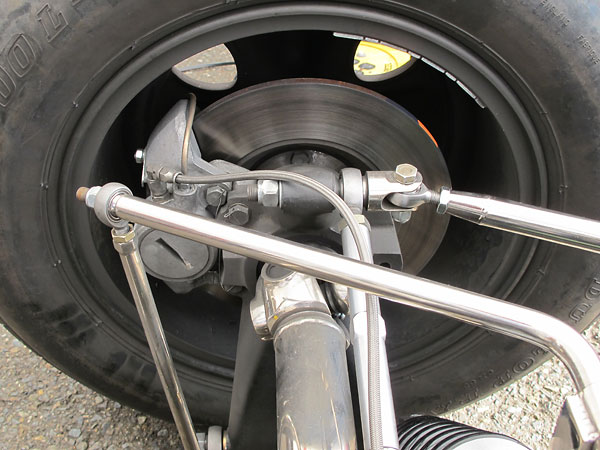 Non-adjustable rear anti-sway bar.