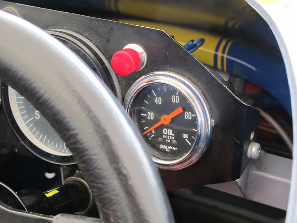 AutoMeter oil pressure gauge (0-100psi).
