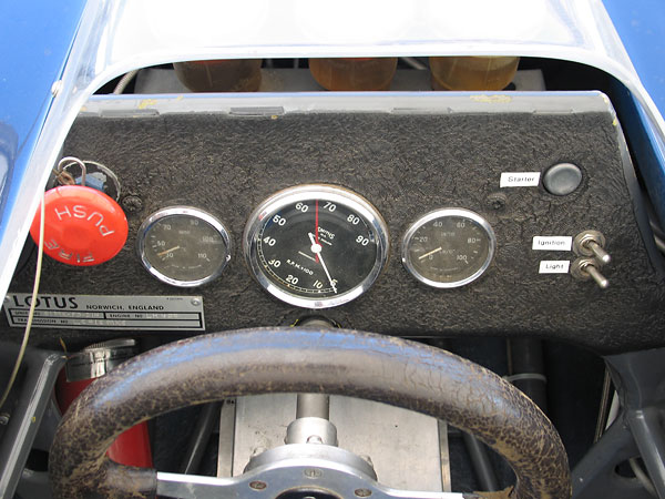 Smiths coolant temperature gauge, chronometric rev counter (9000rpm), and oil pressure gauge.