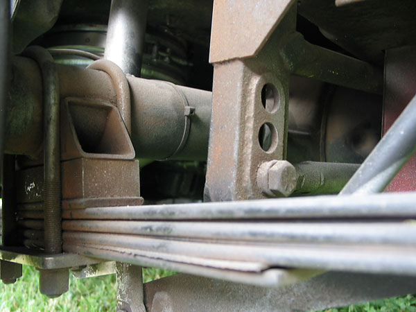 Panhard rod bracket on body