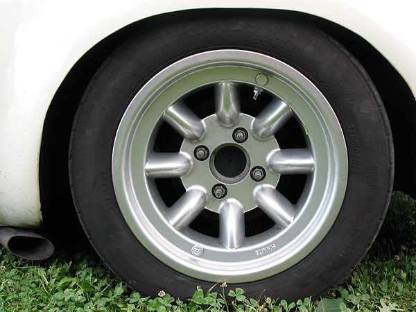 rear: Toyo Proxes RA1 225/50/15 tires on genuine Minilite wheels