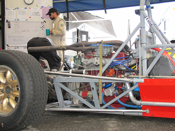 Long upper and lower trailing links were a unbiquitous feature of British open-wheel racecars.