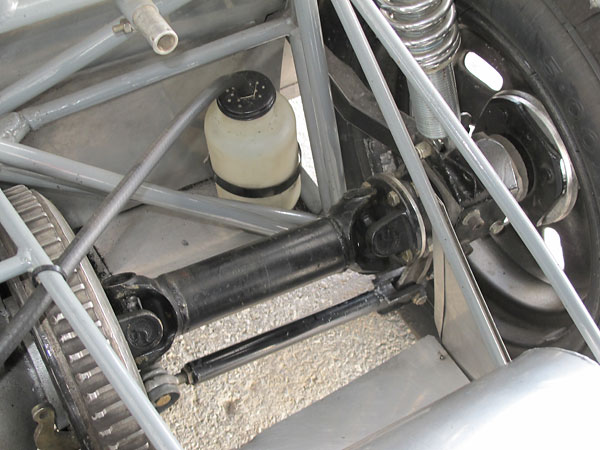 Fixed length (11.5 inch) driveshafts used in combination with lower transverse links (13.5 inch).