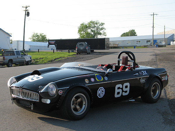Al Pease's MGB had rear fender flares from its first race in 1963. Front flares were added for the 1964 season.