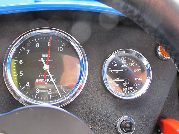 RaceTech Design dual oil pressure (0-160psi) and oil temperature (30-120C) gauge.