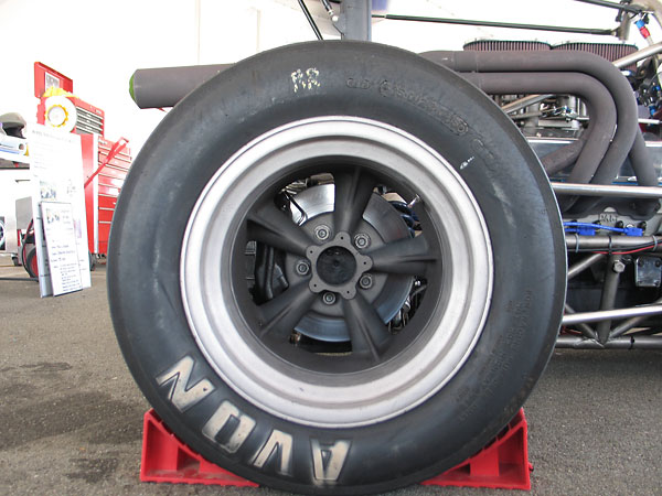 Avon tires (10.5x23.0x15 front, 15.0x26.0x15.0 rear).