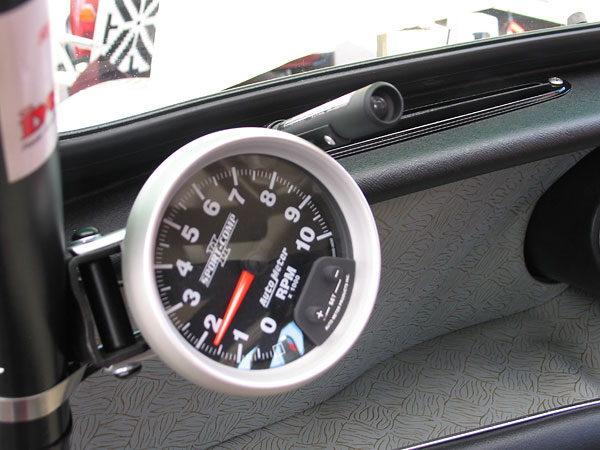 AutoMeter Sport-Comp II tachometer (0-10000rpm) with programmable shift light.