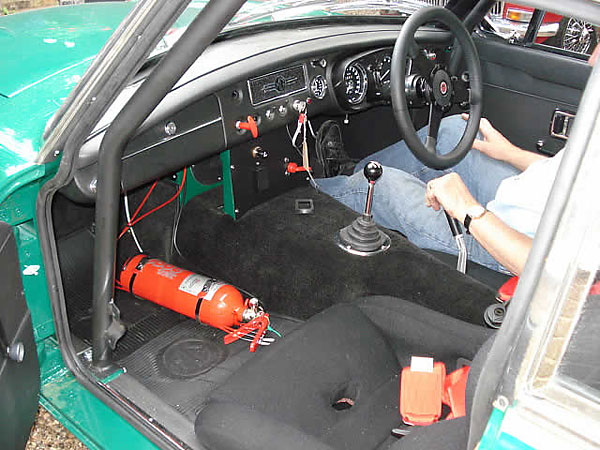 Rollcentre 6-point roll cage.