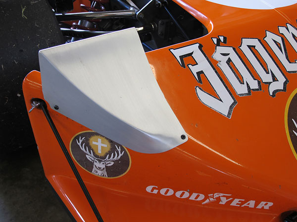Fixed-height aluminum extensions on the nose act as fairings for the front tires.