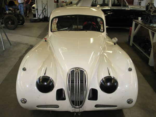 Jaguar offered three basic versions of the XK140: FHC, DHC, and OTC.