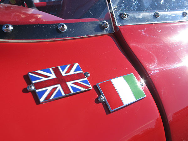 English and Italian flag badges.